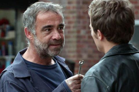 Kevin Webster threatens David Platt in Corrie