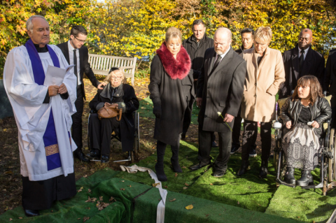 EastEnders' Ronnie and Roxy's funeral
